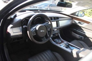 New Jaguar XF, Cockpit. Foto: P. Bohne