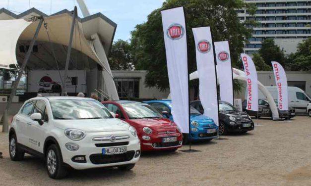 Fans feiern den legendären Fiat 500 beim Picknick