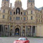 Opel GT vor dem Schweriner Schloss, Foto: P. Bohne