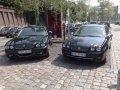 Jaguar X-TYPE Bild1; rechts X-Type, links großer Bruder XJ